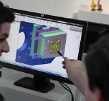 El diseño del modelo, en CAD, con la huella de la lente intraocular a inyectar