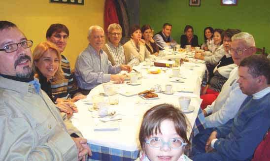 Imagen de reunión en cafetería de la asociación de Navarra