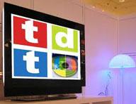 Televisor cuya imagen refleja el logotipo de la TDT