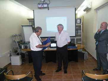 Entrega de diploma al comité de expertos de Farpe-Fundaluce