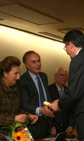 S. A. R. Dña. Margarita de Borbón entrega el premio FUNDALUCE 2009 al doctor José María Frade,del CSIC