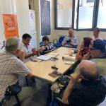 Usuarios en un taller de nuevas tecnologías en nuestra asociación.